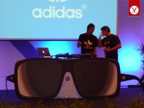 Mobile DJ-Pultverkleidung für ADIDAS